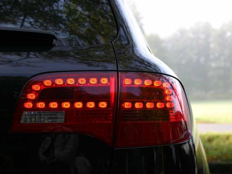samochod halogenowe ledowe oswietlenie 2 Oświetlenie halogenowe czy ledowe? Które wybrać?