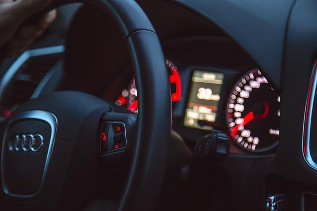 oswietlenie samochodowe wewnatrz pojazdu 2 Oświetlenie samochodowe wykorzystywane wewnątrz pojazdu