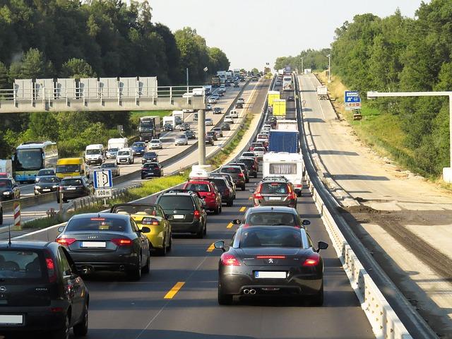 swiatla drogowe wlaczanie 1 Kiedy i jak włączyć światła drogowe w samochodzie?